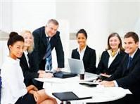 Ai là người đại diện theo pháp luật và hạn chế của công ty hợp danh?