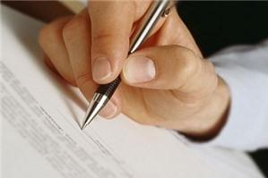 Bên bán có được hủy bỏ hợp đồng chuyển nhượng QSDĐ với lý do viết tay không?