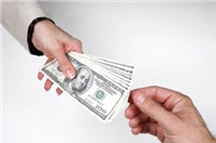 Tư vấn pháp luật: Chuyển tiền cho bạn gái qua tài khoản có đòi lại được không?