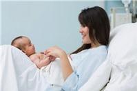 Điều kiện và thủ tục hưởng chế độ thai sản khi sinh con