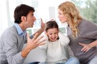 Vợ có được quyền yêu cầu Tòa án hạn chế quyền thăm con của chồng không?