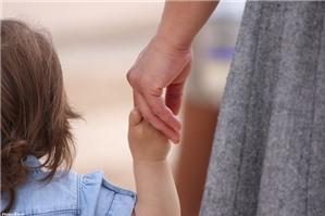 Cha mẹ đẻ nhận lại con đã có người nuôi được không?