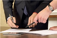 Tặng cho nhà đất cho em trai có phải nộp lệ phí trước bạ và thuế hay không?
