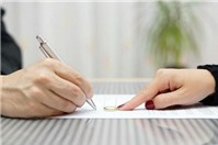 Luật sư tư vấn: Nhờ người khác nộp hộ tiền án phí có được không?