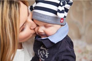 Nhận nuôi con nuôi có yếu tố nước ngoài